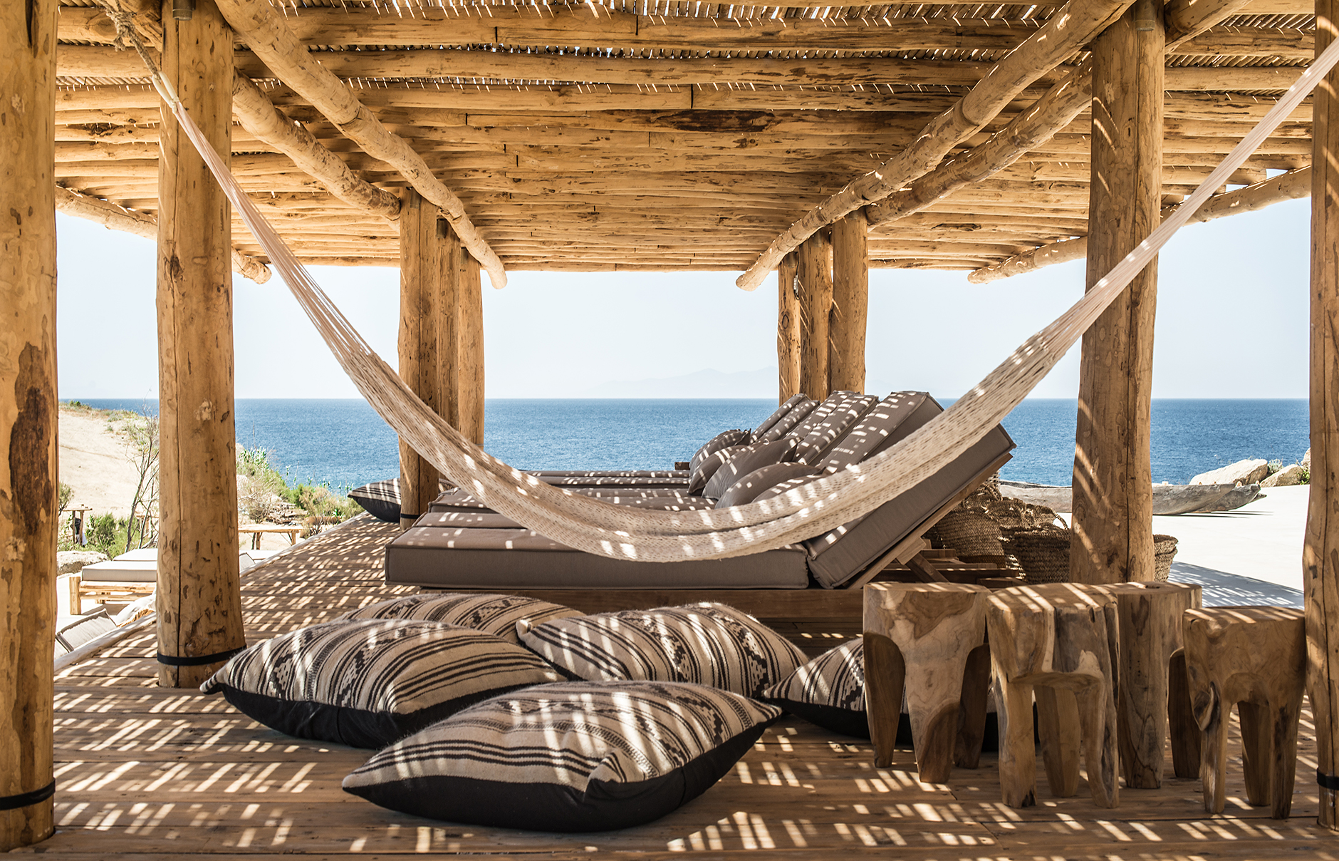 The Best Beach Bars in Mykonos - Starlight Mykonos